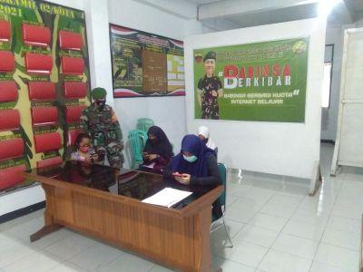 Babinsa Berbagi Kuota Internet Gratis Pada 4 Siswa Kelurahan Kotabaru