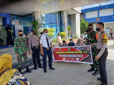 Babinsa Bersama Tim Pemburu Theking Covid-19 Sambangi BRI Pekanbaru