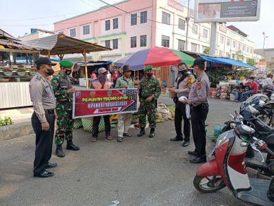 Babinsa Gelar Patroli PPKM di Pusat Keramaian Kelurahan Tanahdatar