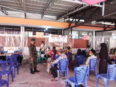 Babinsa Kelurahan Tanahdatar Monitoring dan Pendampingan 497 Orang Penerima BST