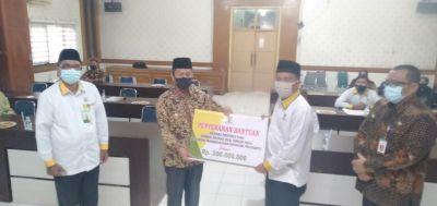 BAZNas Riau Salurkan Zakat Produktif 300 Juta Rupiah ke BAZNas Rohul