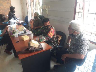 Komsos, Babinsa Imbau Masyarakat Dukung Vaksinasi Pencegahan Covid-19